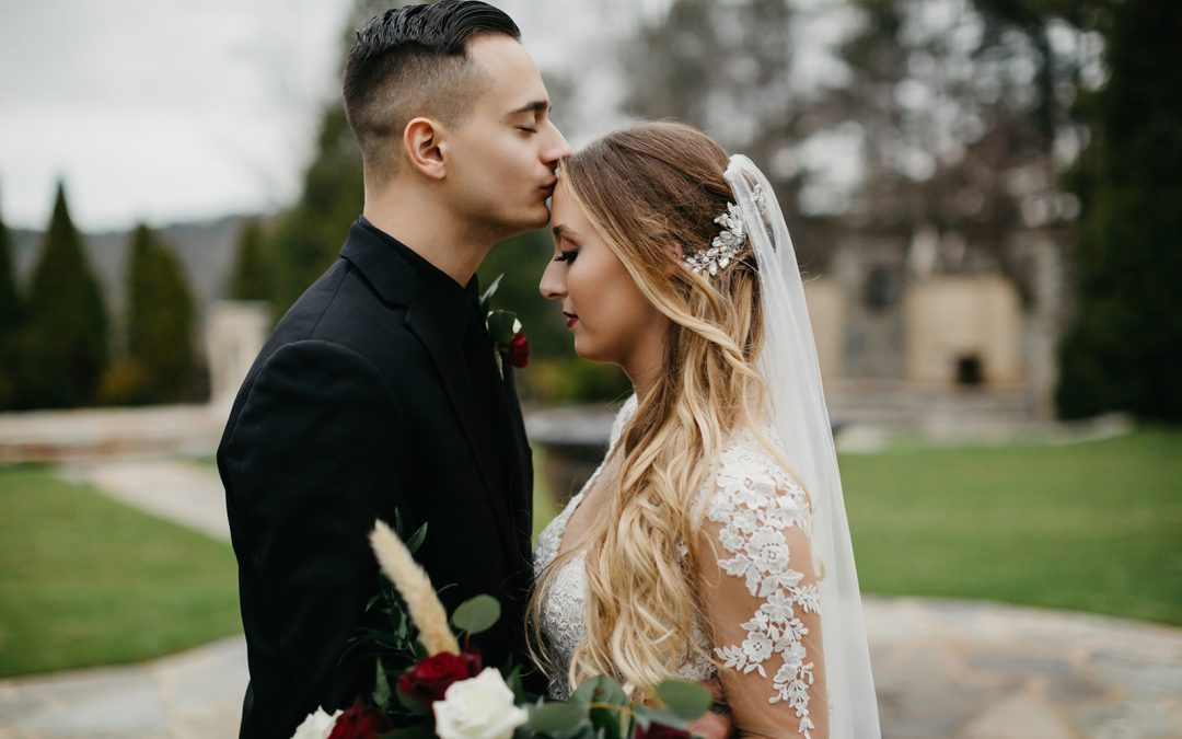 Hannah & Joey's Dreamy Winter Wedding